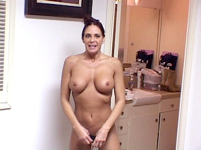Cheyenne Hunter video: Hunter - Wife Cheyenne Showing Off Her Knockers